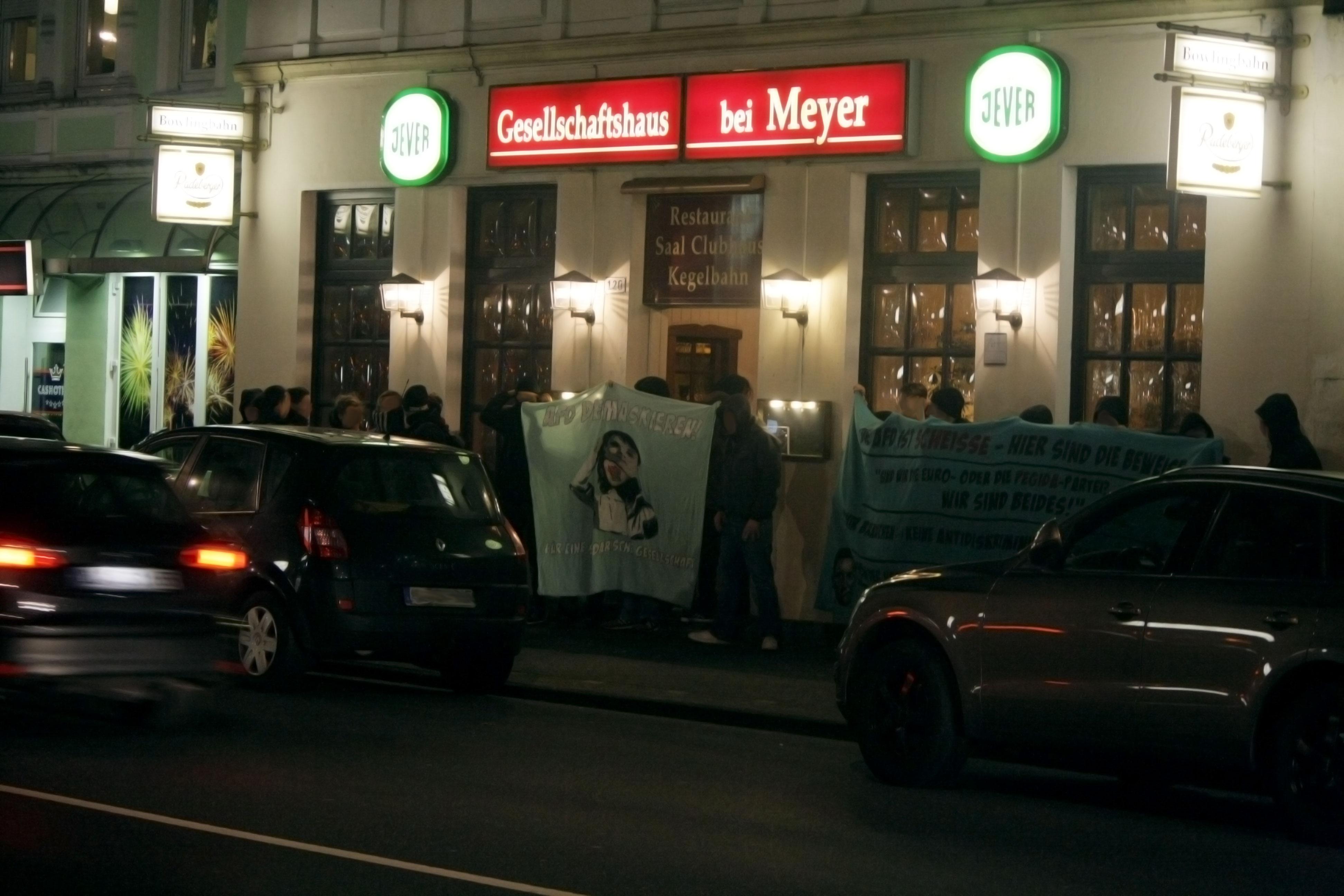 Protest beim Gesellschaftshaus bei Meyer gegen die AfD